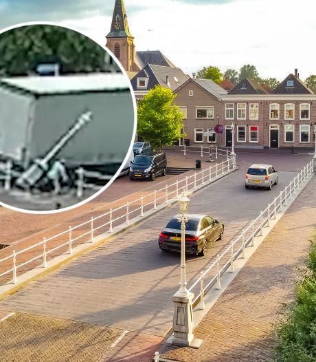 Fietser kan vallende lantaarn in Genemuiden maar net ontwijken, gemeente broedt op oplossing