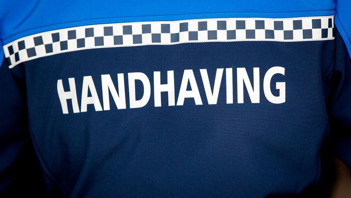 Amstelveen start met een proef waarbij handhavers een bodycam krijgen omgehangen.