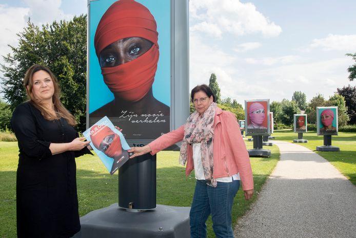 Wethouder Gerda ter Denge en Carolien Grasdijk van de provincie Gelderland openen de expositie.