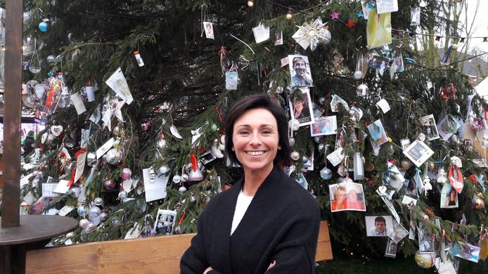 Nicole Vermolen bij Joris' kerstboom op de Parade. Zij wil een groot horecapaviljoen op de Parade exploiteren.