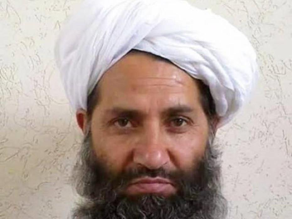 Te duidelijke foto van nieuwe Talibanleider roept vragen op | Foto | AD.nl