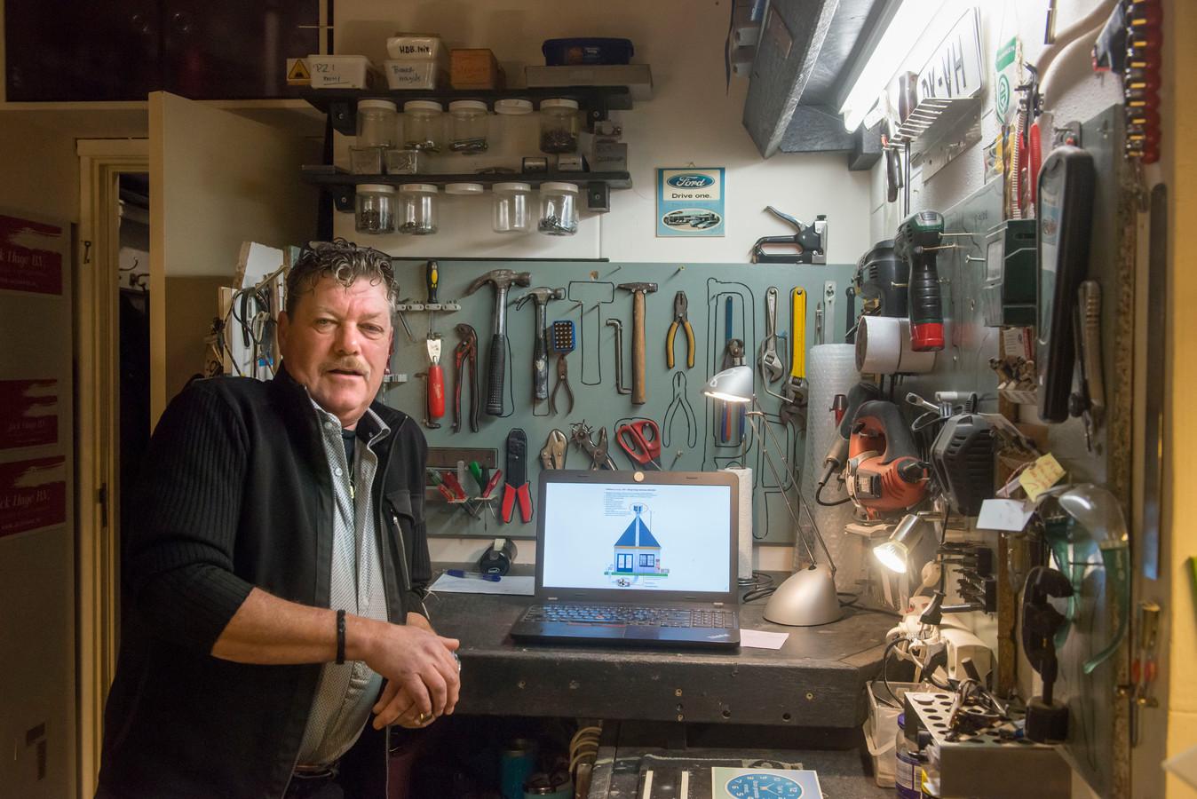 Jack Hage uit Ermelo blijft strijden voor centen om een prototype te kunnen bouwen van zijn afzuigsysteeem dat in de praktijk een ondergrondse windmolen wordt genoemd.