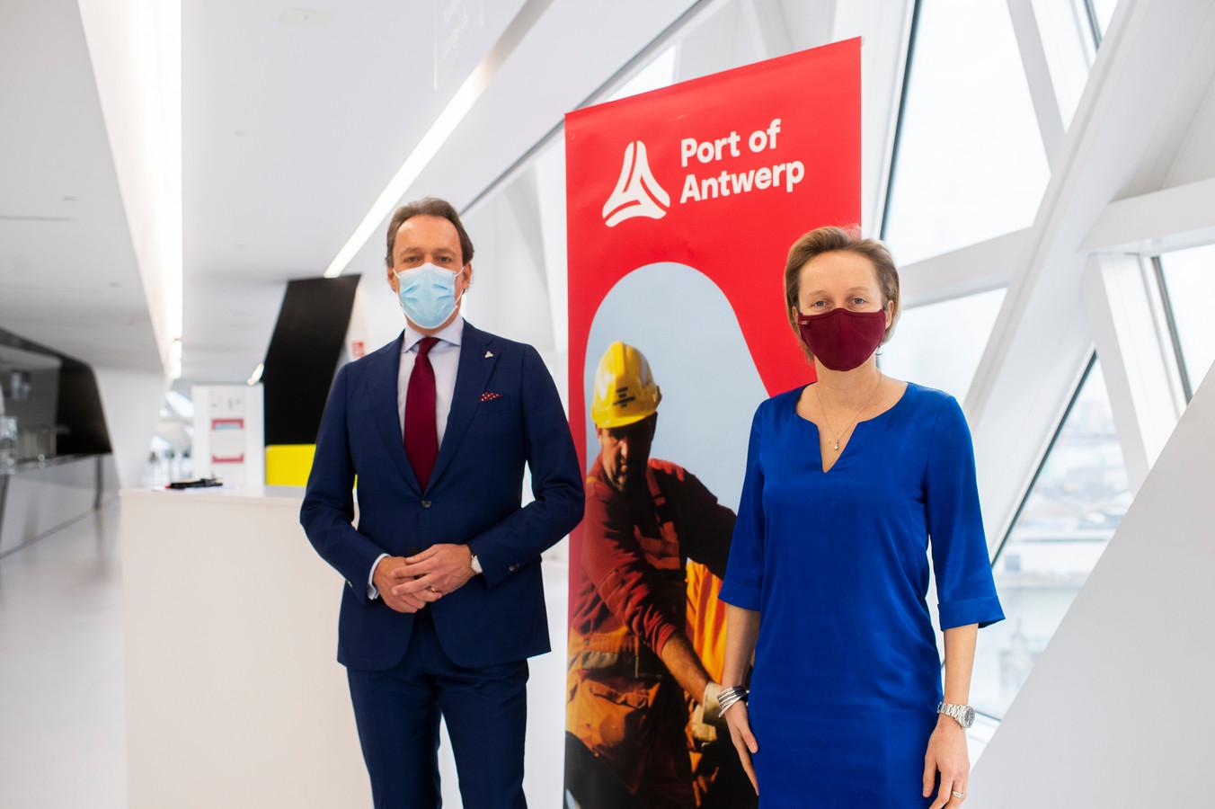 Jacques Vandermeiren (CEO van Port of Antwerp) en Havenschepen Annick De Ridder (N-VA).