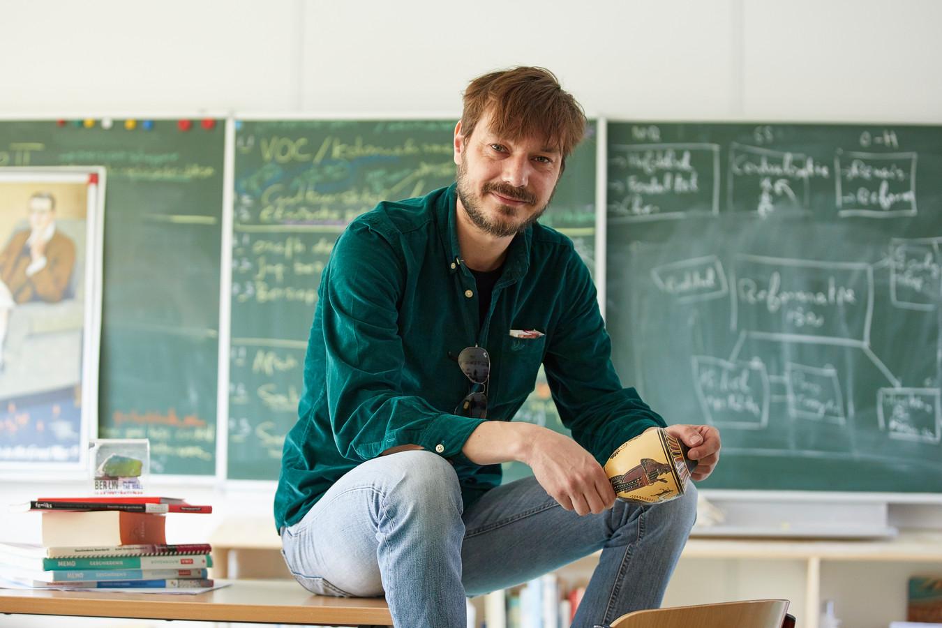 Geschiedenisleraar Jonathan van Nieukerken uit Zutphen is genomineerd voor beste geschiedenisleraar van Nederland.