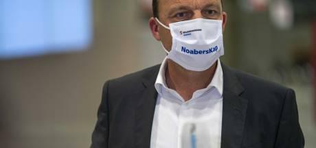 Zwolse burgemeester Snijders blij met versoepelen coronamaatregelen, maar: 'ziekenhuismedewerkers staan met zweet op voorhoofd'
