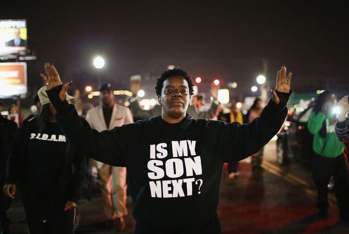 Demonstratie in 2014 in de Amerikaanse plaats Ferguson waar een witte politieman een zwarte jongen doodschoot.