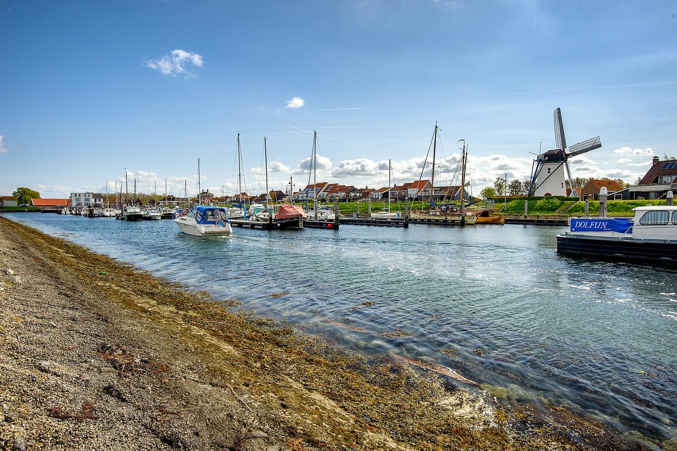De haven van Stavenisse.