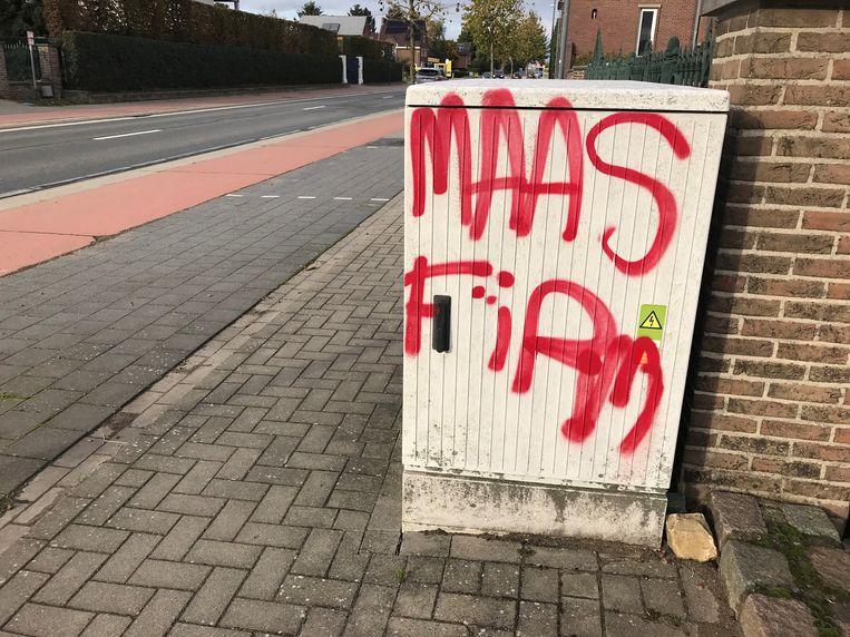 Graffiti ontsiert het straatbeeld.