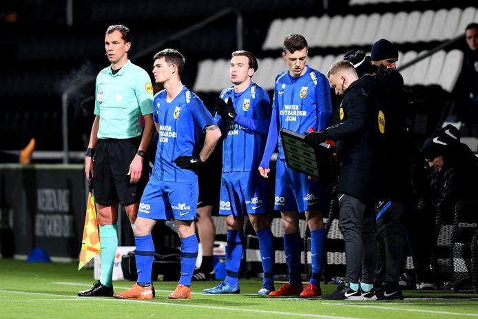 Coach Thomas Letsch prijst de bank van Vitesse. De selectie is ook sterk in de breedte. Hier de drievoudige wissel tegen Heracles met Thomas Buitink, Patrick Vroegh en Daan Huisman.
