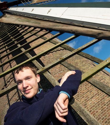 Rik (21) is molenaar: 'Een beroep voor oude kerels? Ik doe het al tien jaar'