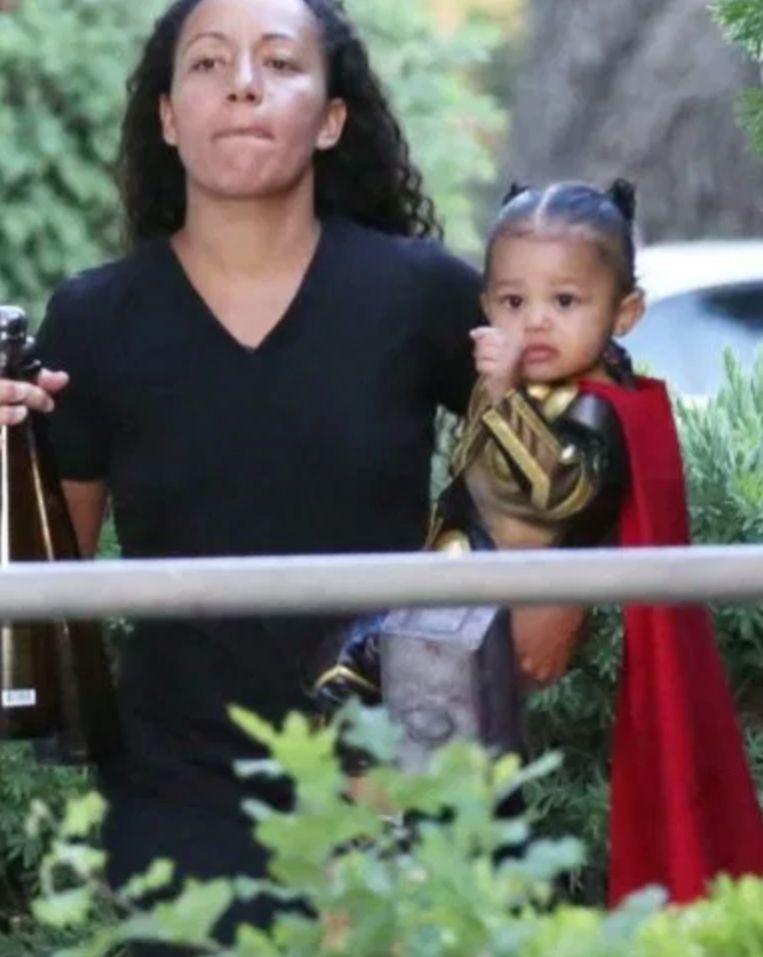 Stomi - verkleed als Thor - met haar nanny.
