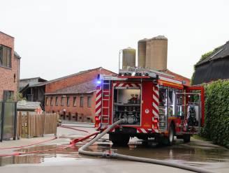 Technische ruimte loopt zware schade op na korte maar hevige brand