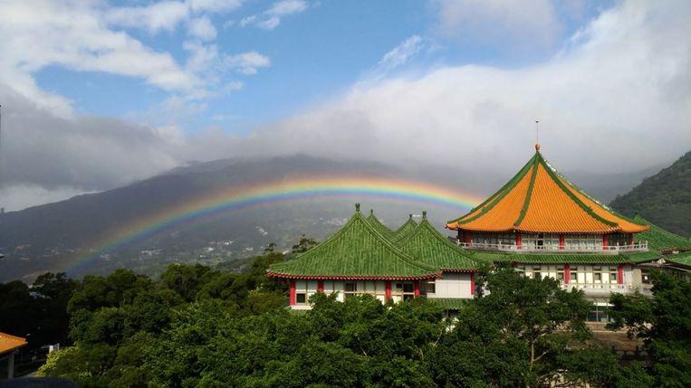 De regenboog die op 30 november 2017 bijna negen uur lang te zien was boven Taiwan.