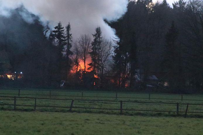 Het vuur was van verre zichtbaar.
