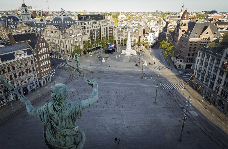 Een lege Dam voorafgaand aan de kranslegging door Koning Willem-Alexander en koningin Maxima tijdens de Nationale Dodenherdenking vorig jaar.
