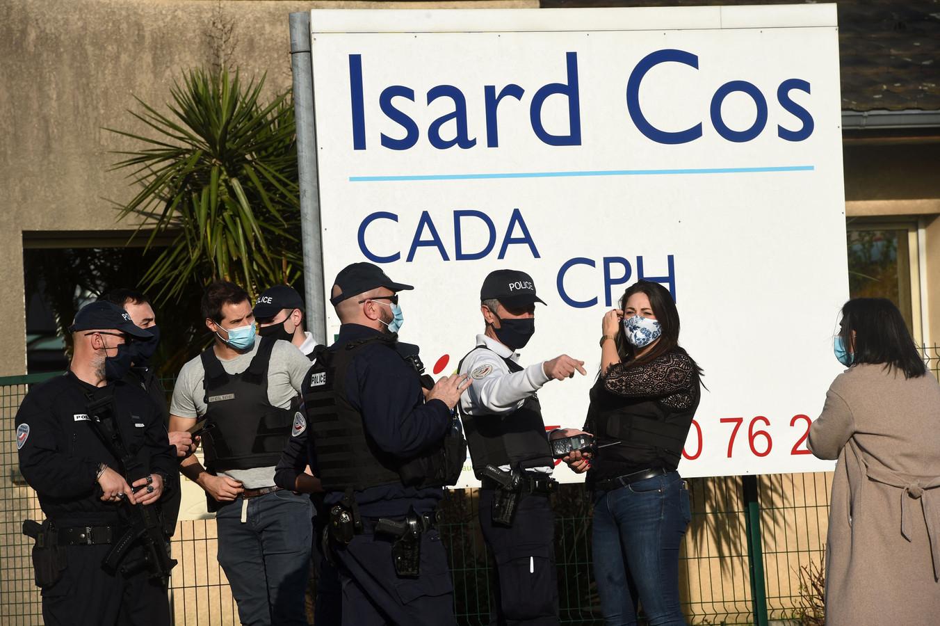 Agenten aan het asielcentrum in Pau