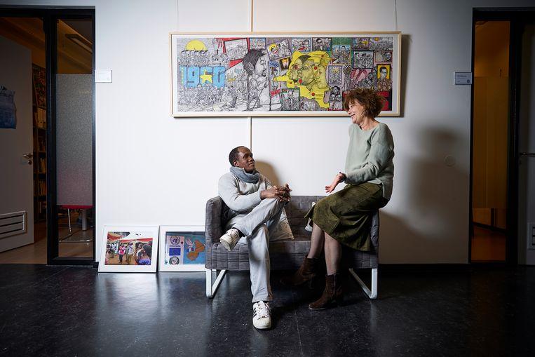 De Malinese onderzoeker Modibo Galy Cissé en de Leidse hoogleraar Afrikaanse geschiedenis en antropologie Mirjam de Bruijn. Beeld Phil Nijhuis