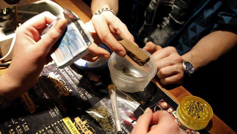 De handel in de coffeshops staat in Amsterdam los van de handel in harddrugs als xtc en cocaïne. Beeld anp
