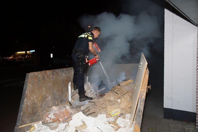 In de nacht van zaterdag op zondag is een bouwcontainer in brand komen te staan aan de Kerkstraat in Sprang-Capelle.