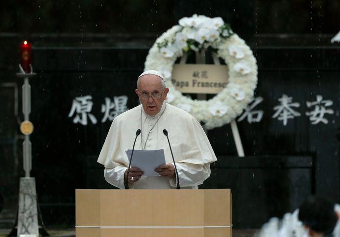 Paus Franciscus preekt in het Atomic Bomb Hypocenter Park in Nagasaki.