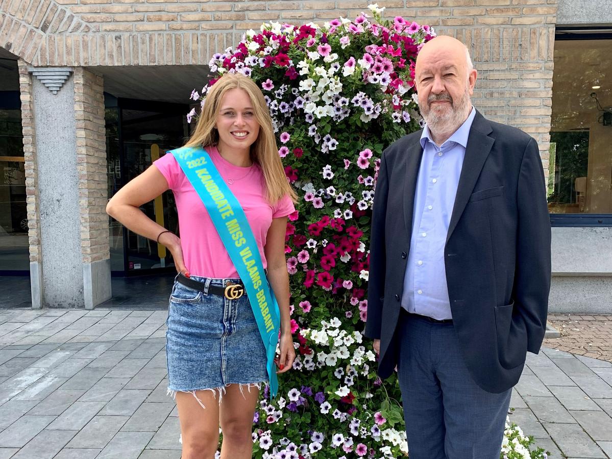 Tatjana Smismans (22) uit Buizingen en burgemeester Marc Snoeck (Vooruit).