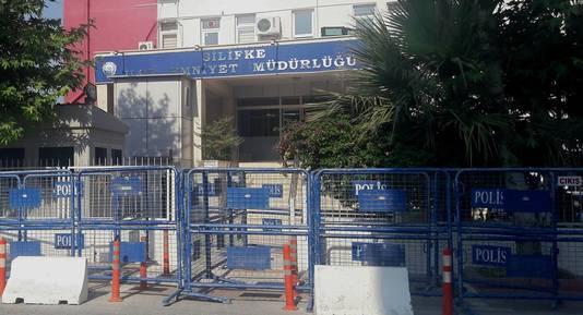 De buitenkant van het politiebureau in Silifke waar Björn en Derya verblijven.