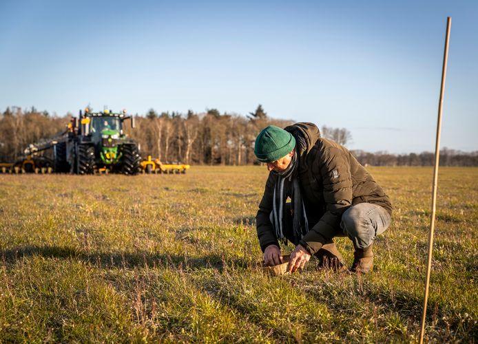 Als het aan Kees Smetsers ligt, sneuvelt er in zijn beschermingsgebied geen enkel kievitsei onder een landbouwmachine.
