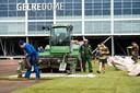Het veld van Vitesse in GelreDome wordt vervangen in aanloop naar onder meer de halve finale in het toernooi op de KNVB-Beker tegen VVV-Venlo.