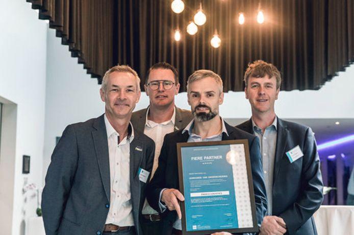Van links:  Johan Bongaerts (algemeen directeur Bewel), Tom Ketels (commercieel directeur Bewel), ambassadeur Pascal Swinnen (commercieel directeur Engels Logistics) en Francis Devisch (directeur Groep Maatwerk).