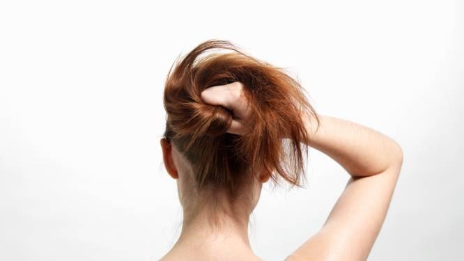 Du métal dans nos cheveux? L'impact insoupçonné sur nos longueurs