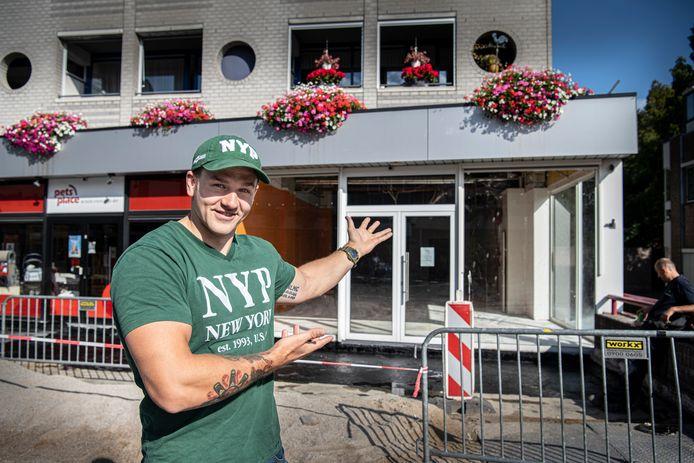 Tom Holthausen opent een New York Pizza op de hoek van het Wijchense Europaplein.