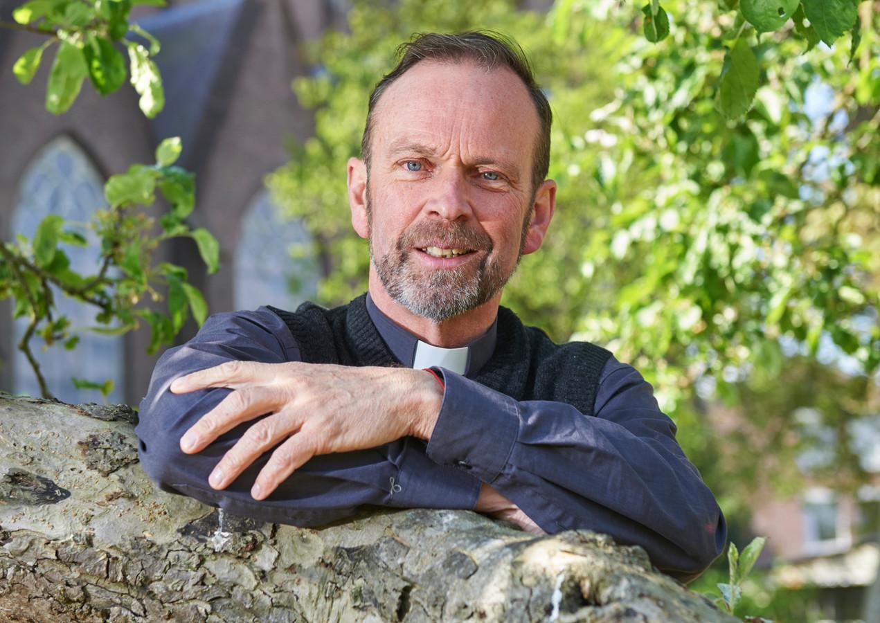 Groot interview met nieuwe pastoor Roland Kerssemakers te Oss. Fotograaf: Van Assendelft Fotografie_ Jeroen Appels