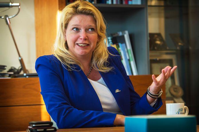 Burgemeester Willemijn van Hees (Heuden).