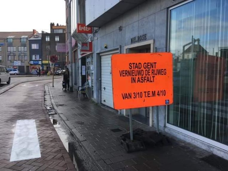 """Het moet uiteraard """"Stad Gent vernieuwT de rijweg"""" zijn."""