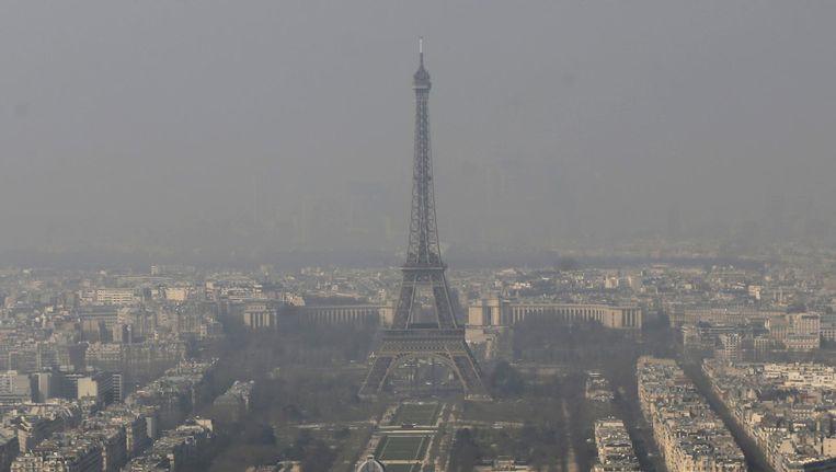 Beeld van Parijs in de smog. Beeld null