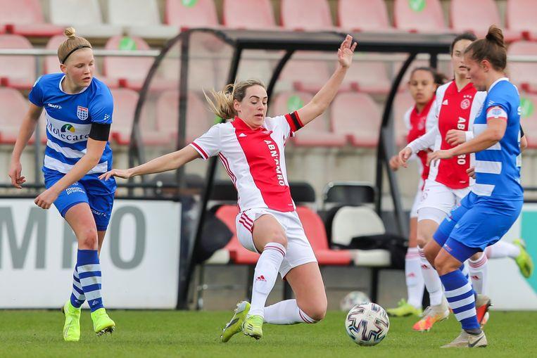 De voetbalsters van Ajax zijn de koppositie kwijt in de vrouweneredivisie. De ploeg van coach Danny Schenkel verloor zondag thuis verrassend met 1-0 van PEC Zwolle Beeld Pro Shots / Remko Kool