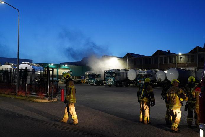 De stof petrolad ontsnapte uit een tankwagen in Alblasserdam.