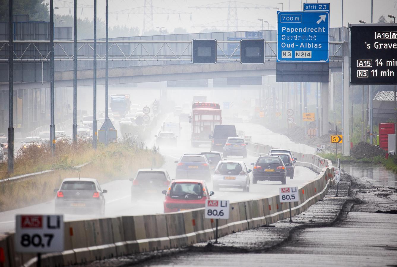 Wegwerkzaamheden op de A15 tussen Sliedrecht en Papendrecht.