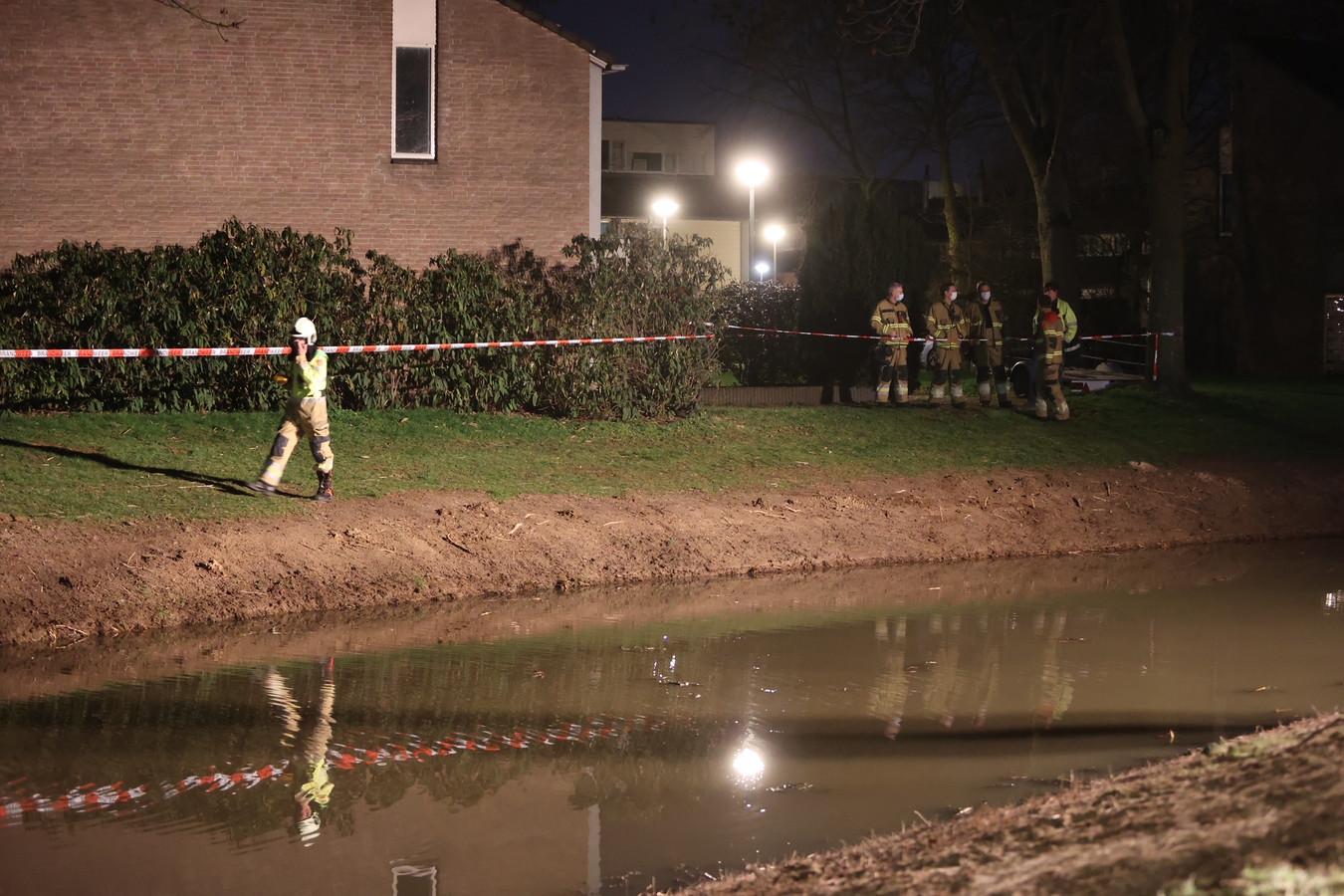 Gaslek in water Bruistensingel Den Bosch, omgeving ruim afgezet