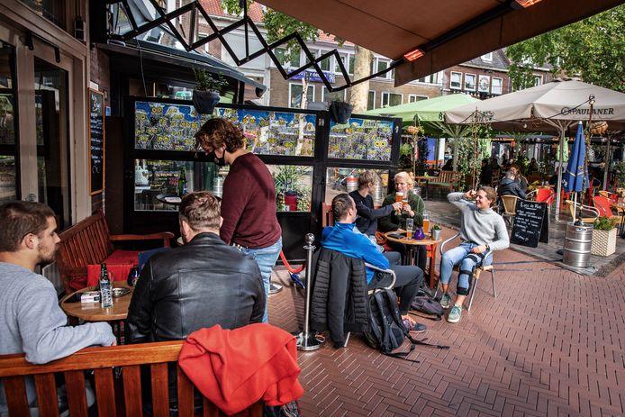 Een terras op het Koningsplein in Nijmegen.