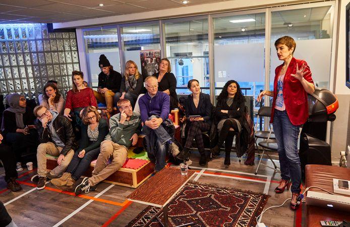 De presentatie van 'Straatpolitiek' van Femke Kaulingfreks in het Hiphophuis.