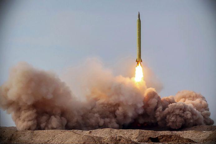 Een raket afgevuurd door het Iraanse leger.