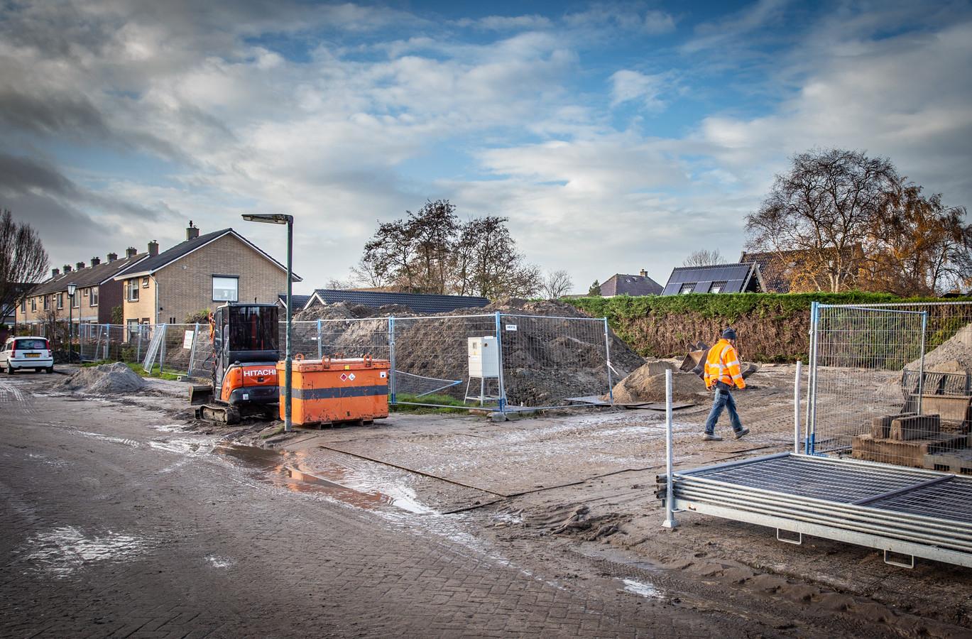 Het terrein waar het voormalige dorpshuis van Goudswaard stond, wordt eindelijk bebouwd.