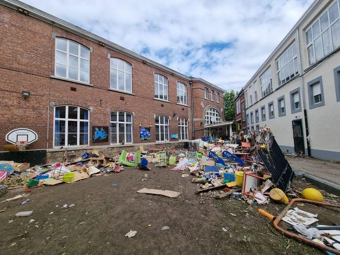 De schade in de scholen van Verviers is groot, alle hulp is welkom met 1 september in het vooruitzicht.