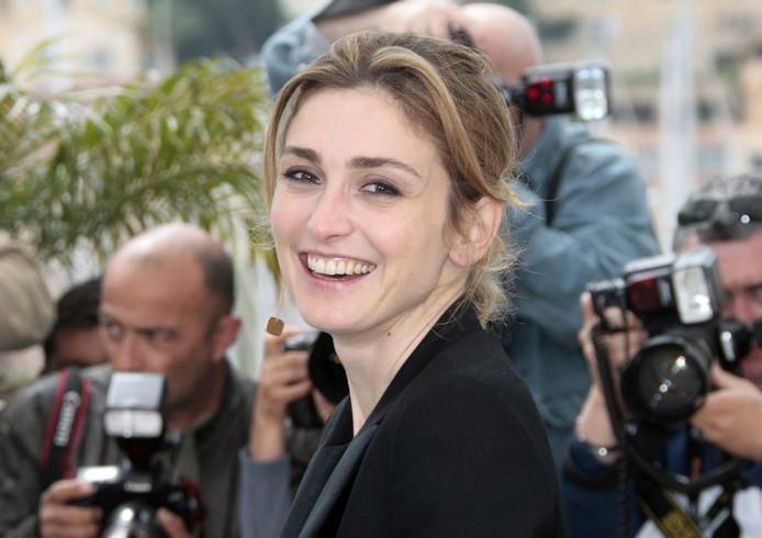 L'actrice Julie Gayet a décidé de déposer plainte afin d'identifier les auteurs d'une rumeur qui lui prête une relation avec François Hollande.