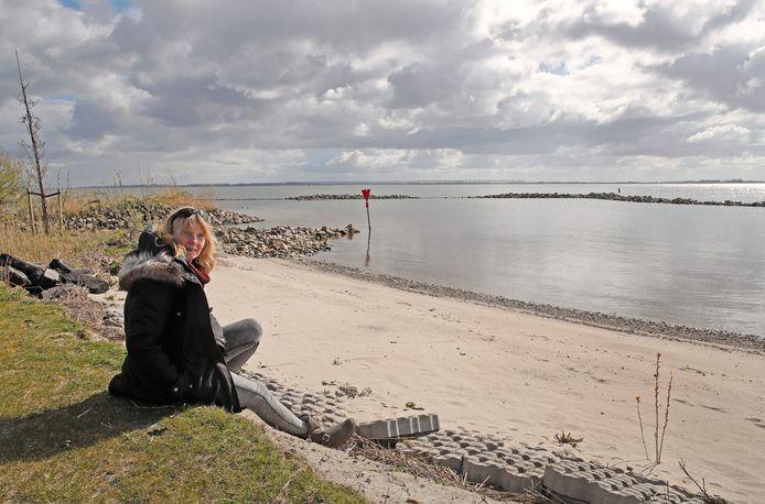 Eerder al sprak oud-raadslid Hennie Wiersma zich uit over de ontoegankelijkheid van het strandje.