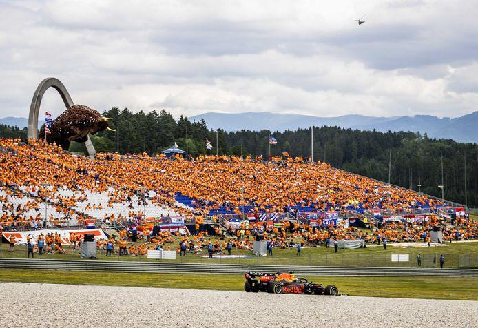 Max Verstappen op de oranje Red Bull Ring in de Oostenrijkse deelstaat Stiermarken.