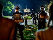 Trump emmené dans un bunker face à la manifestation sous tension