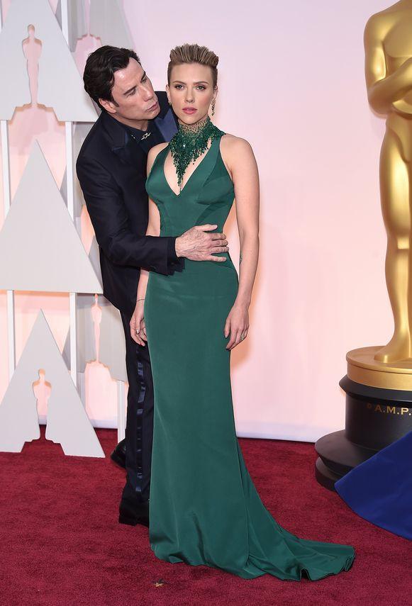 John Travolta wilde Scarlett even een kusje geven op de uitreiking van de Oscars in 2015.