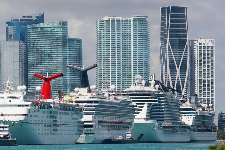 Cruiseschepen in de haven van Miami, toen het coronavirus in maart uitbrak.  Beeld AP